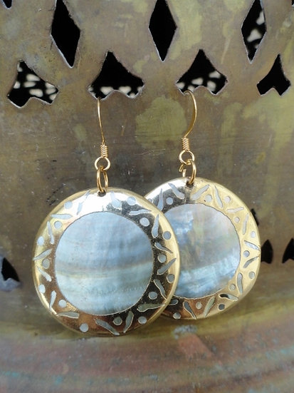 Chic Round Brass Mother of Pearl Shell Earrings