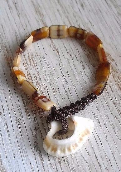 natural shell & gold glass bead bracelet