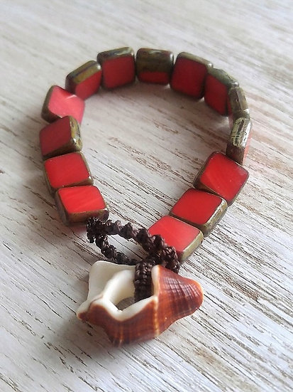 shell & red glass bead bracelet