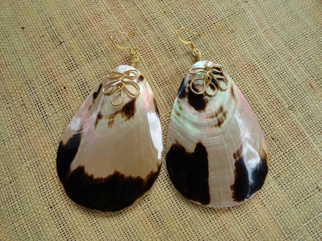 Large Chic MOP Teardrop Natural Shell Earrings