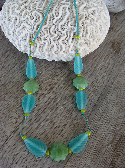 Chic Green Leaf & Flower Glass Bead Necklace