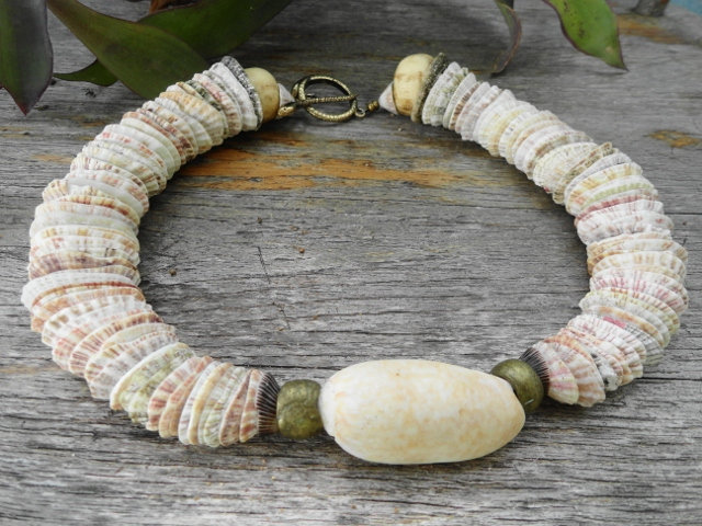 Chunky Graduating Natural Sea Shell Sexy Choker