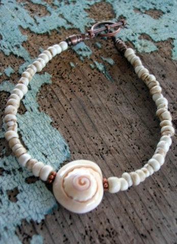 white natural shell & glass bead bracelet