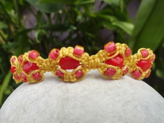 Red Glass Bead Nonmetal Sunflower Macrame Bracelet