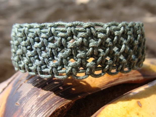 green macrame surf bracelet