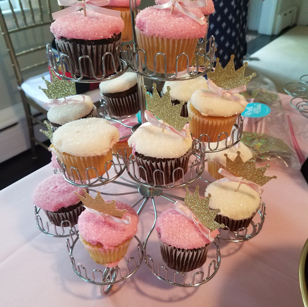GB Pink Crown Favor and Cupcake Display