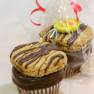 Cupcake Chocolate Dip Ginger Snap Emoji