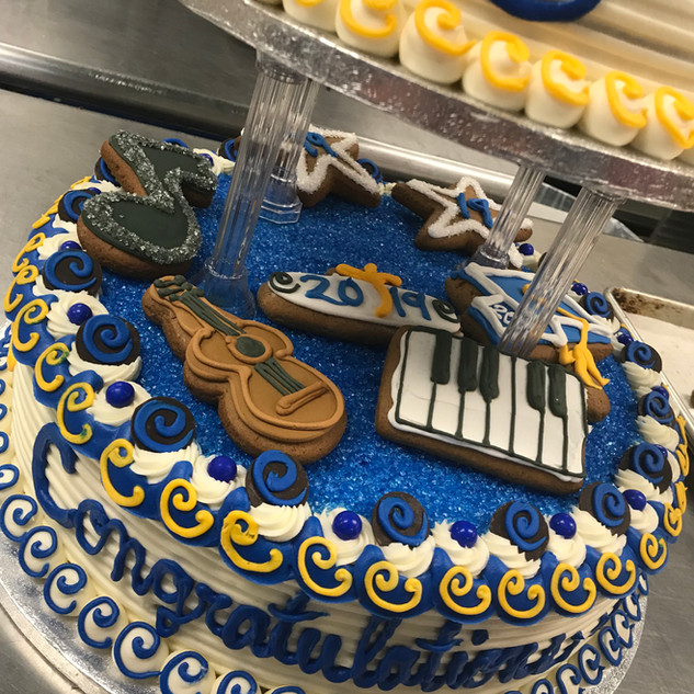 2019 2 tier graduation cake IMG_6296.jpg