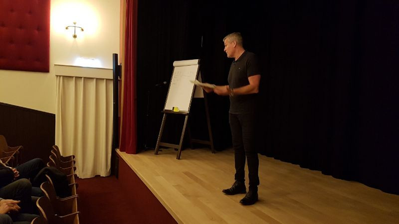 Bioscoop-Theaterzaal Presentator
