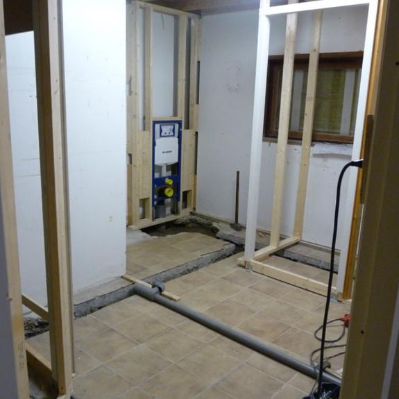 Toiletgroep in aanbouw 2014.jpg