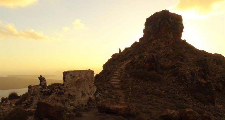 Aventuras na belíssima ilha de Santorini: Skaros, em Imerovigli!