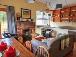 Internal Photo of the Cosy Lake Heron Cottage - Lake Heron Station