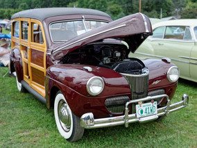 Ford_1941_Super_Deluxe_Woody_Wagon