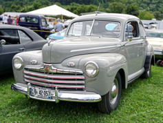 Ford_1946_Super_Deluxe