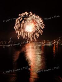 Burl_Fireworks_111_070307.jpg