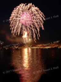 Burl_Fireworks_73_070307.jpg