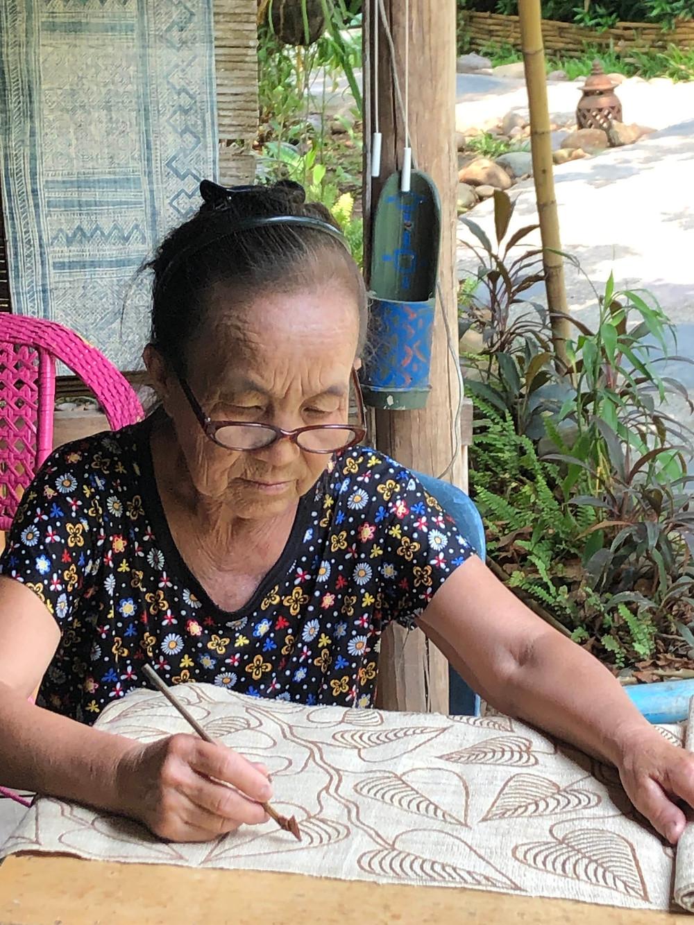 batik artist ock pop tok opt luang prabang laos