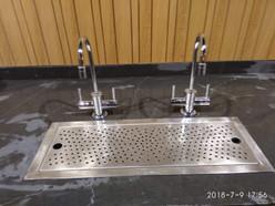 ברזי מים חמים (98 מעלות) + אגנית בהתקנה שטוחה