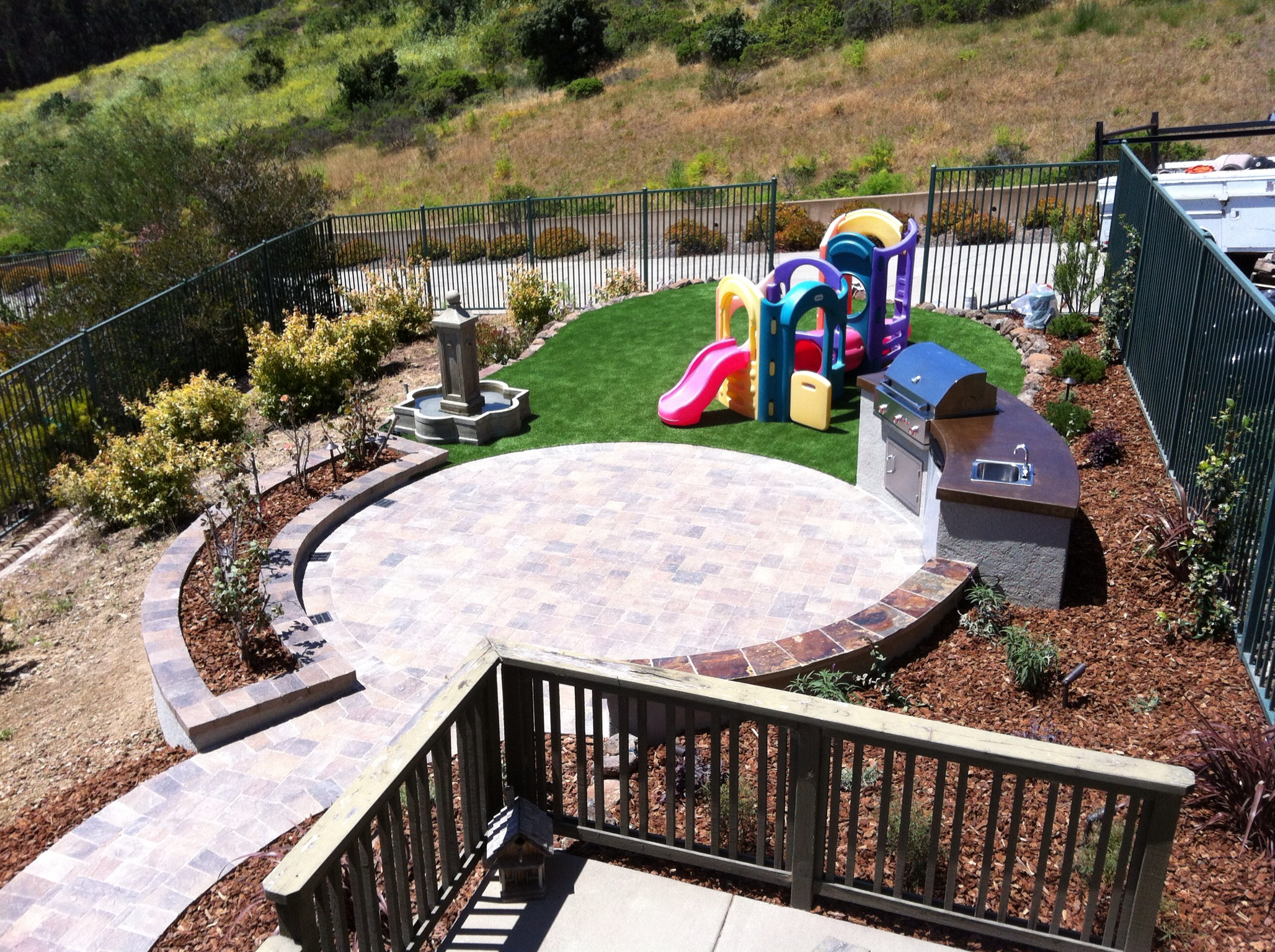 Family Friendly Backyard, Brisbane, CA-DPG.Design-paver-patio-and-pathway-outdoor-kitchen-synthetic