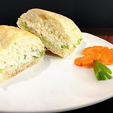 Pan con ensalada de pollo
