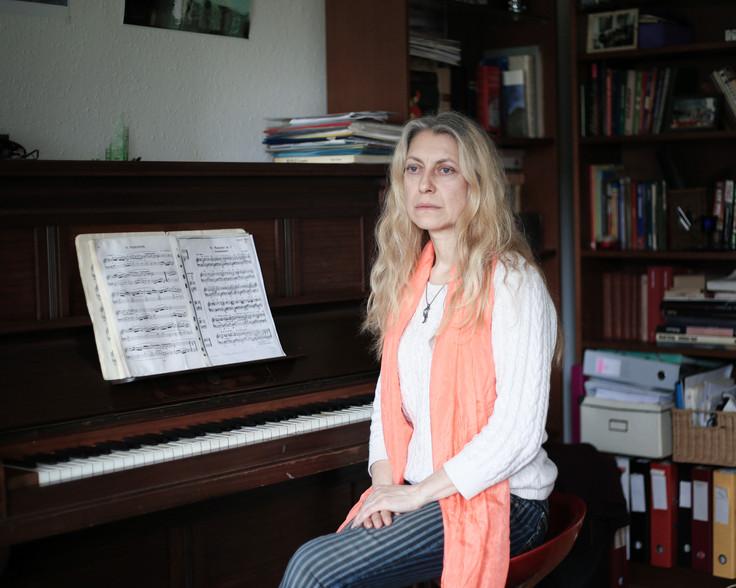 Oksana, 47, producer