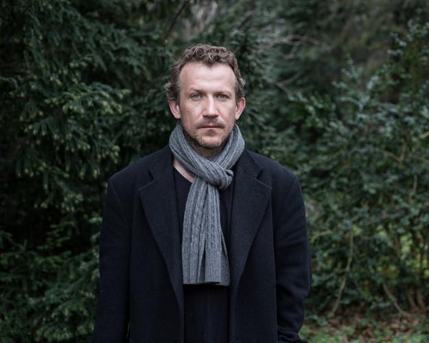Viktor, 42, actor