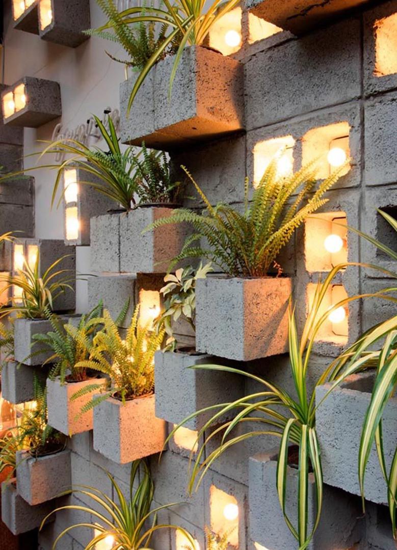 Muro de blocos de concreto com Jardim suspenso