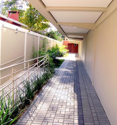 Corredor de entrada de prédio.jpg