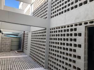 Parede vazada com blocos de concreto.jpe