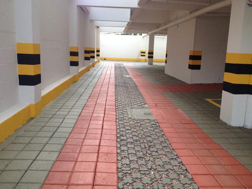 Garagem com pavimento intertravado de co