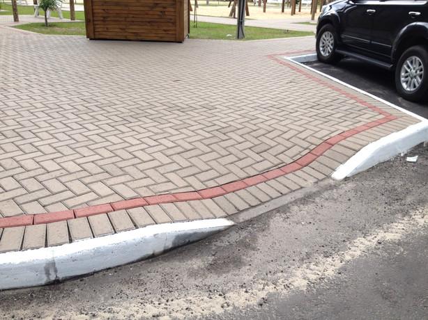 Detalhe do acesso da calçada