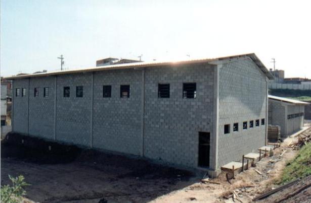 Pavilhão com blocos de concreto.png