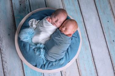 newborn фотосессия двойни в Москве