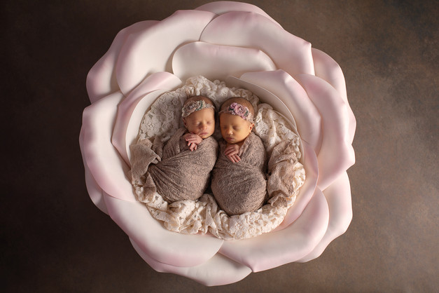 newborn фотосессия двойни