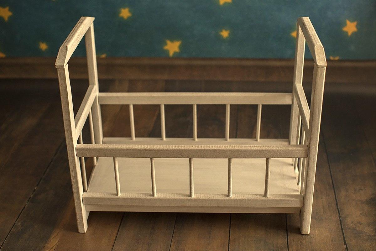 деревянная кровать для фотосессии