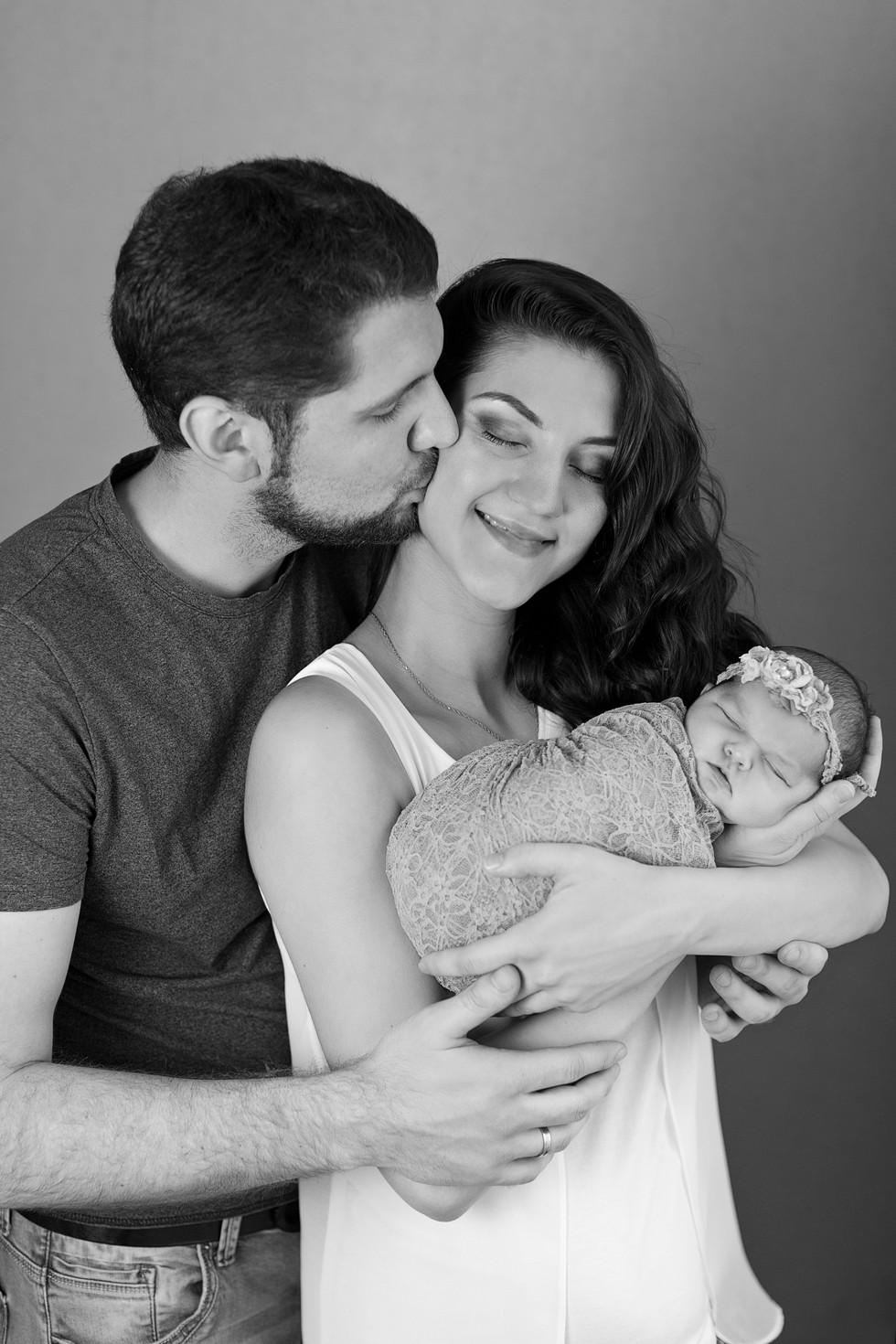 черно-белое newborn фото