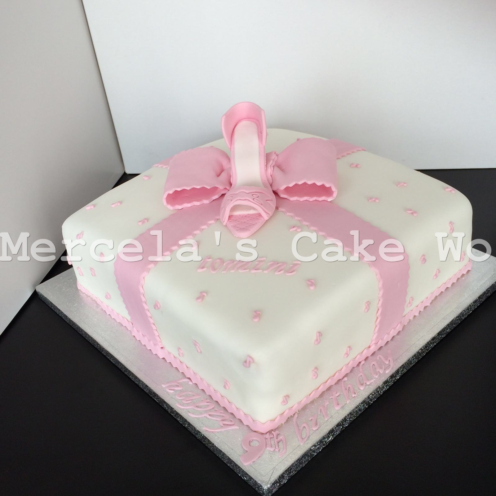 princess bow cake
