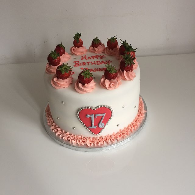 #strawberry cake#mercelascake#birthday cake#17 birthday cake#
