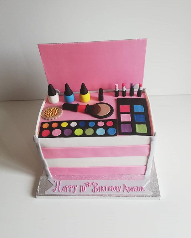 Make-up Box Cake
