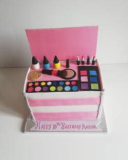 Make-up Box Cake