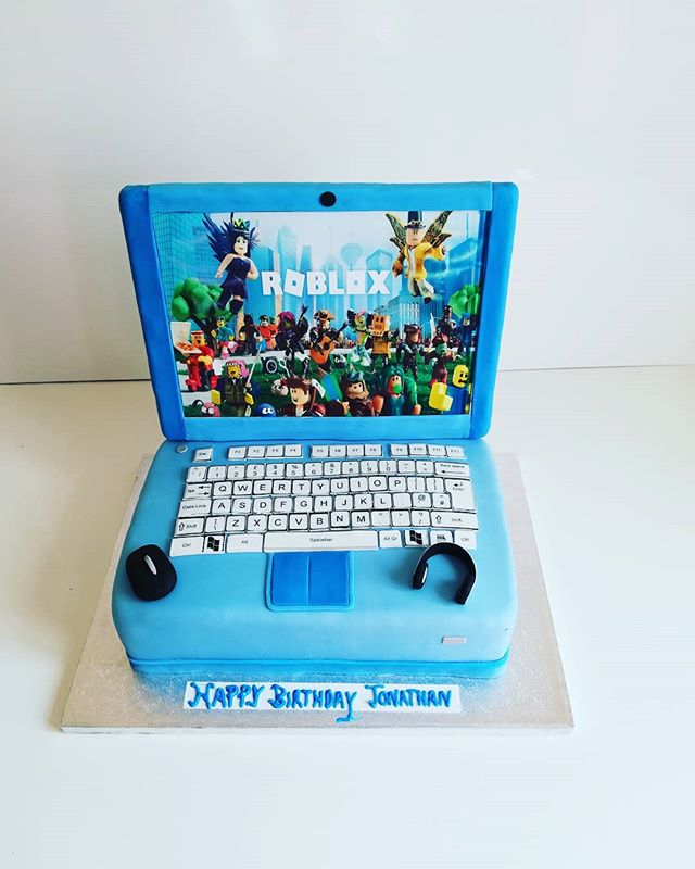 Laptop roblox cake