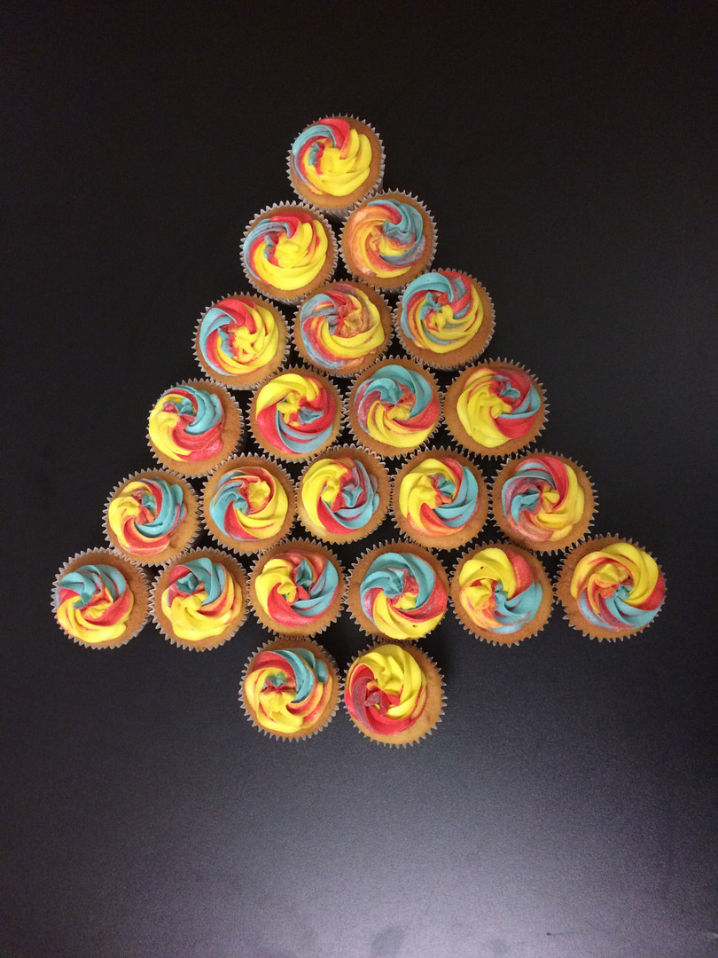 Christmas tree cupcakes.JPG