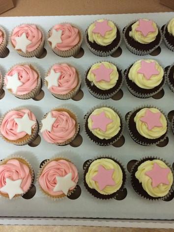 Start cupcakes.JPG