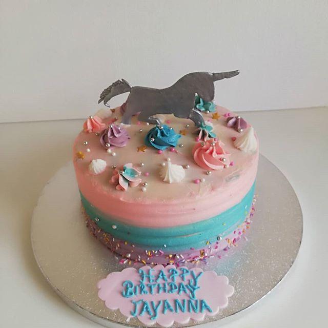 #unicorncake#rainbow cake#vanilla sponge