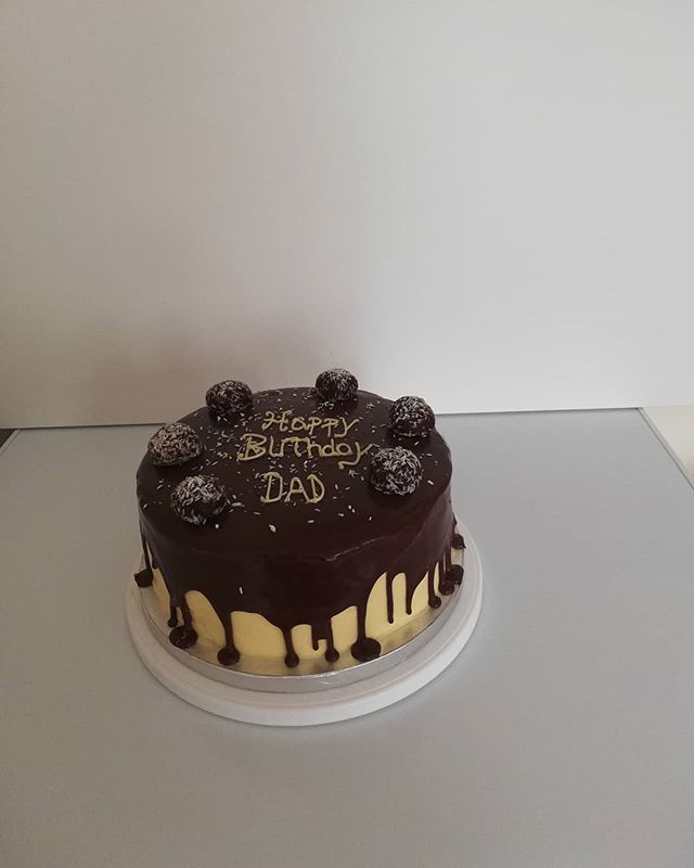 Red velvet cake with sumptuous cream che