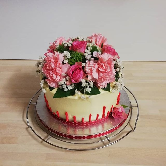 rose cake with upside down drip