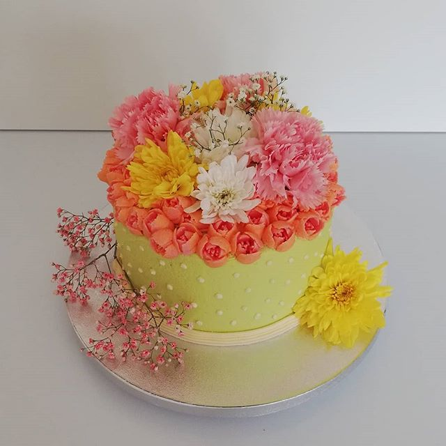 Flowers bouquet buttercream cake