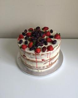 fresh fruit cake#makes cake#victoria spo