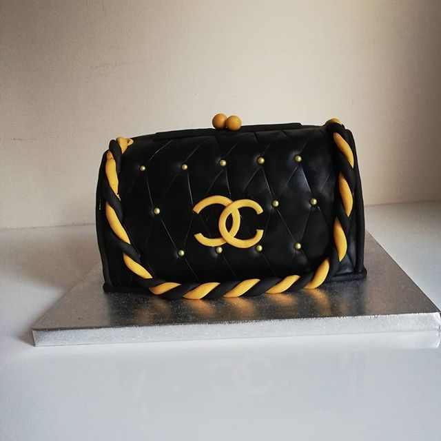 #chanel clutch bag cake#novelty cake#red