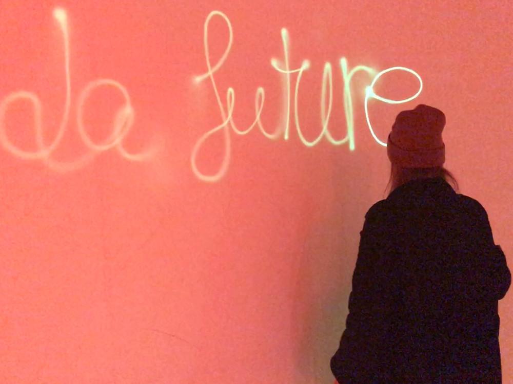 Frau macht sich Gedanken über ihre Zukunft